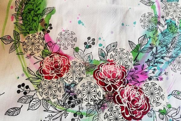 Natištěné bílé růže