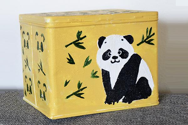 Krabička s pandou na dětské poklady.