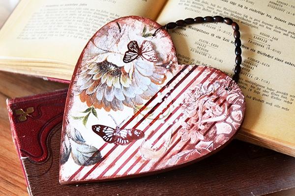 Dárek pro maminky - romantické srdce s motýly